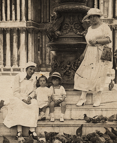 Kitza, Uly, Gisi and Ronya in Venise, 1920