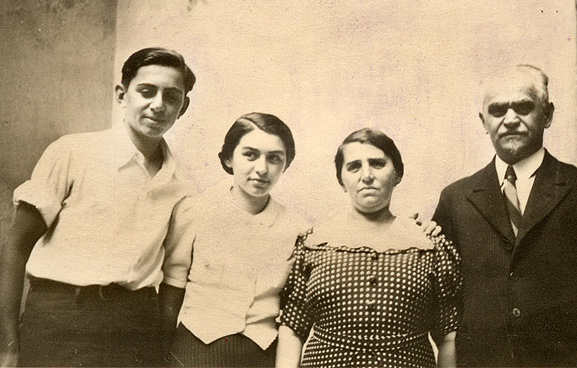 Leo, Frida, Yitzhak and Toni. Gera, August 15, 1937.